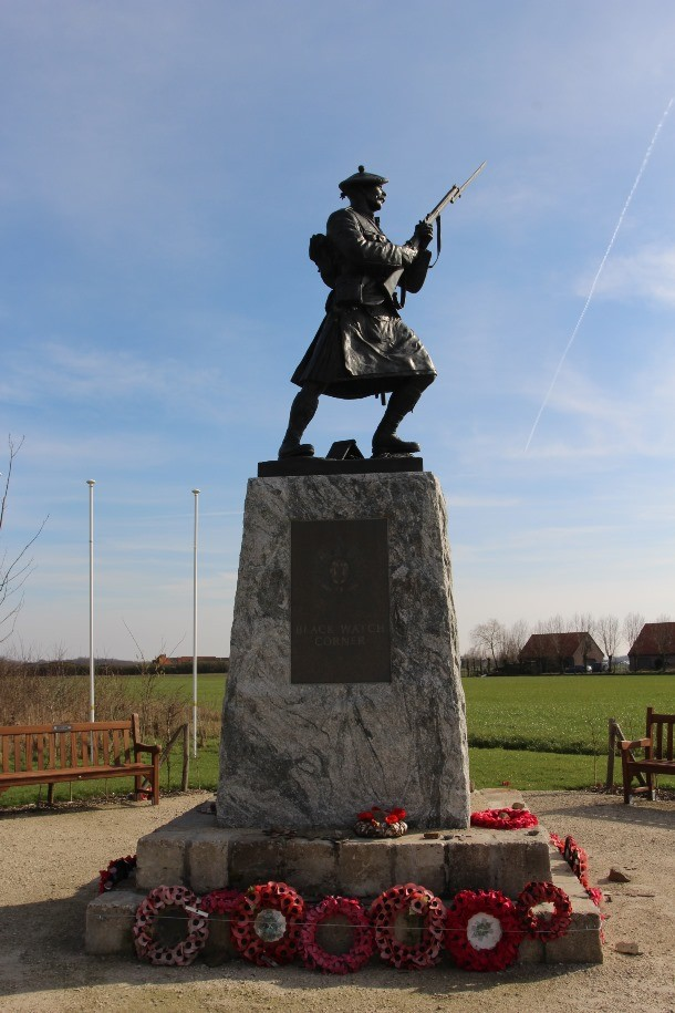 Full view of the bronze Black Watch sergeant statue at Black Watch Corner, Belgium