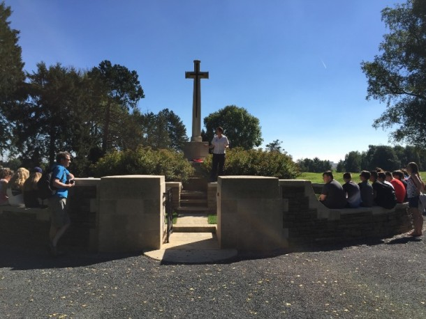 Battlefield tour with a school group in a ww1 cemetery